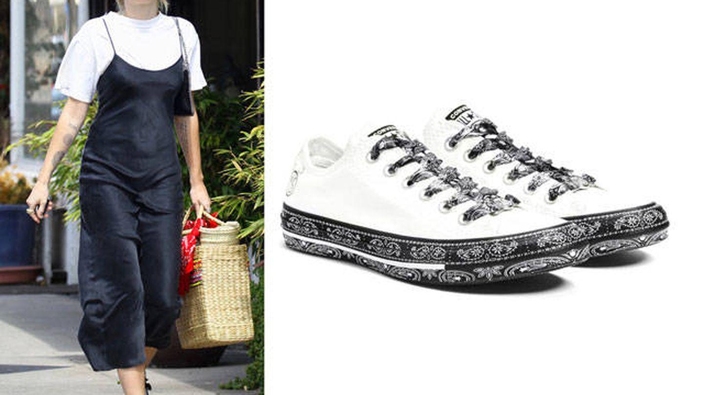 Miley con Converse blancas. (Gtres/Converse)