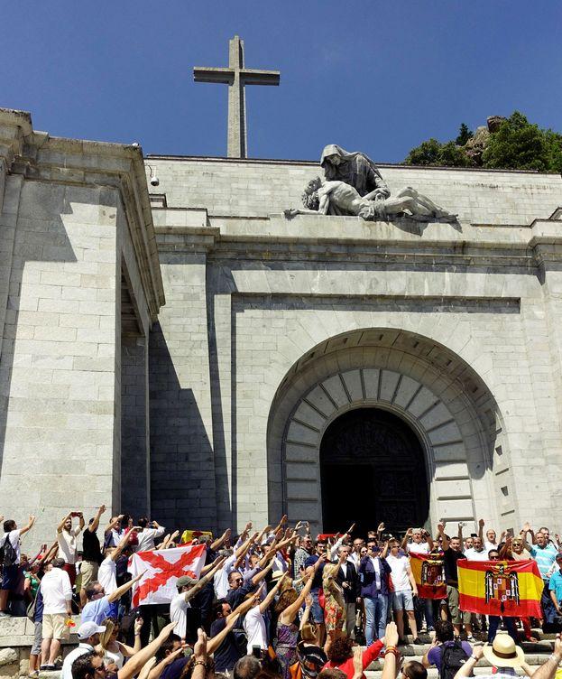 Foto: Una protesta en el valle de los caÍdos rechaza la exhumaciÓn de franco