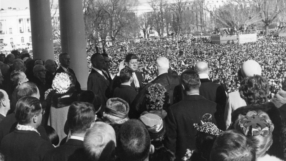 Foto: Imagen histórica del juramento de Kennedy frente a la Corte Suprema, en Washington. (EFE)