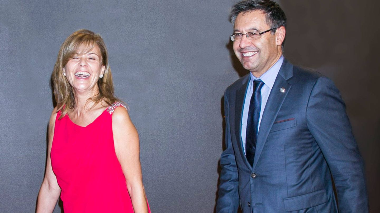Marta Frías, con Josep Maria Bartomeu, el presidente del Fútbol Club Barcelona. (Getty)