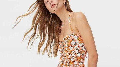 Nuestros looks de primavera serán mejores gracias a este vestido de flores de Stradivarius