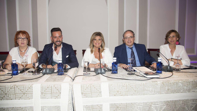 Rosa Villacastín, Kike Calleja, Terelu y Alfredo Urdaci durante la presentación. (Gtres)