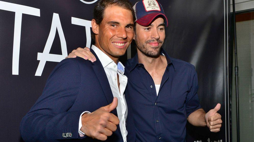 Foto: Rafa Nadal y Enrique Iglesias durante la inauguración en Miami. (EFE)