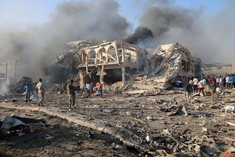 El hotel y los alrededores han quedado destrozados (Reuters)