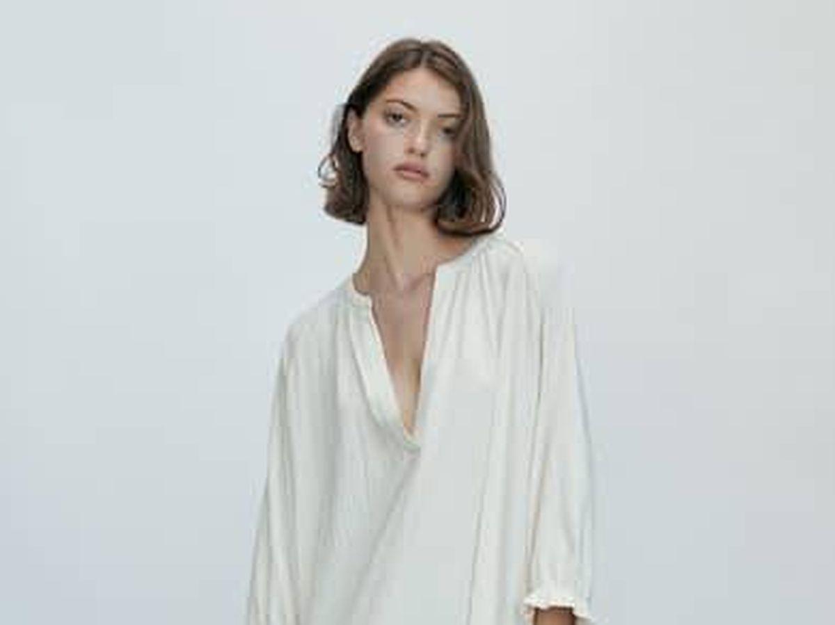 Foto: Alucinarás con el efecto vientre plano de este vestido fluido de Massimo Dutti. (Cortesía)