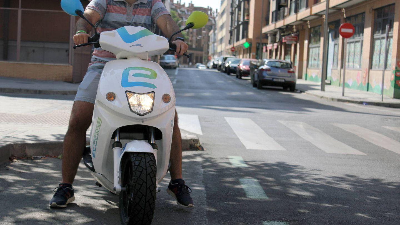 Las motos de eCooltra responden bien a la hora de acelerar. (Aroa Fernández)