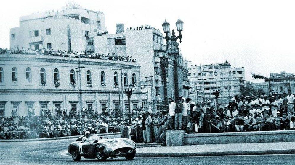 Foto: Gran Premio de La Habana de 1957, carrera en la que una avería mecánica privó a Portago de vencer a Juan Manuel Fangio