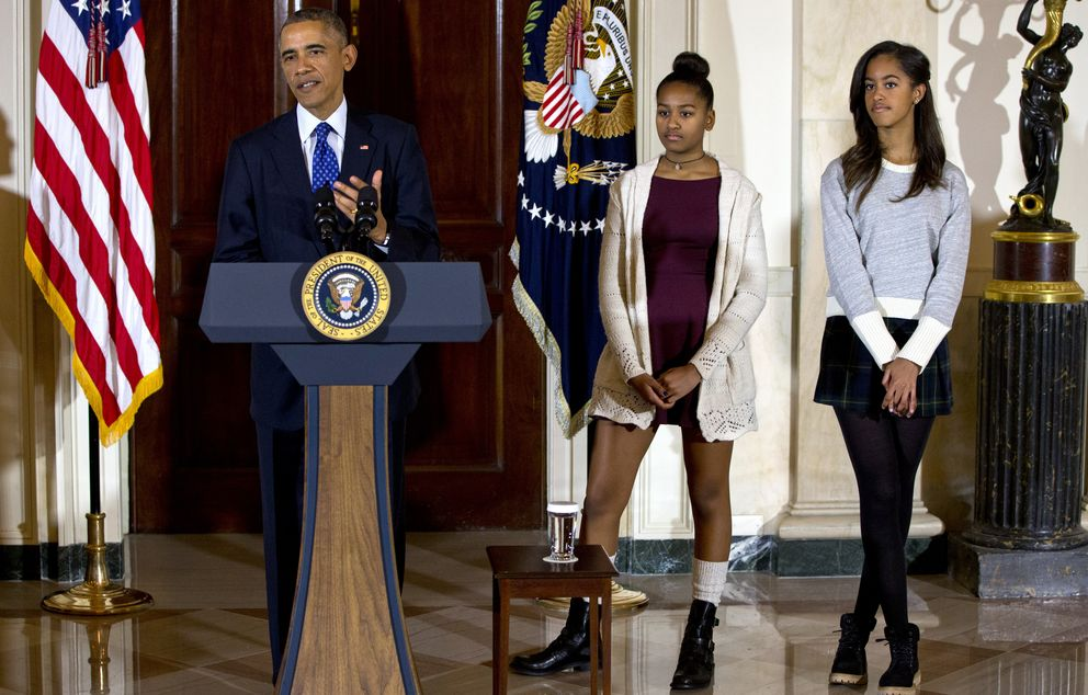 Foto: Barack Obama, junto a sus hijas en la tradicional ceremonia de 'perdón del pavo' en el Día de Acción de Gracias (Gtres)