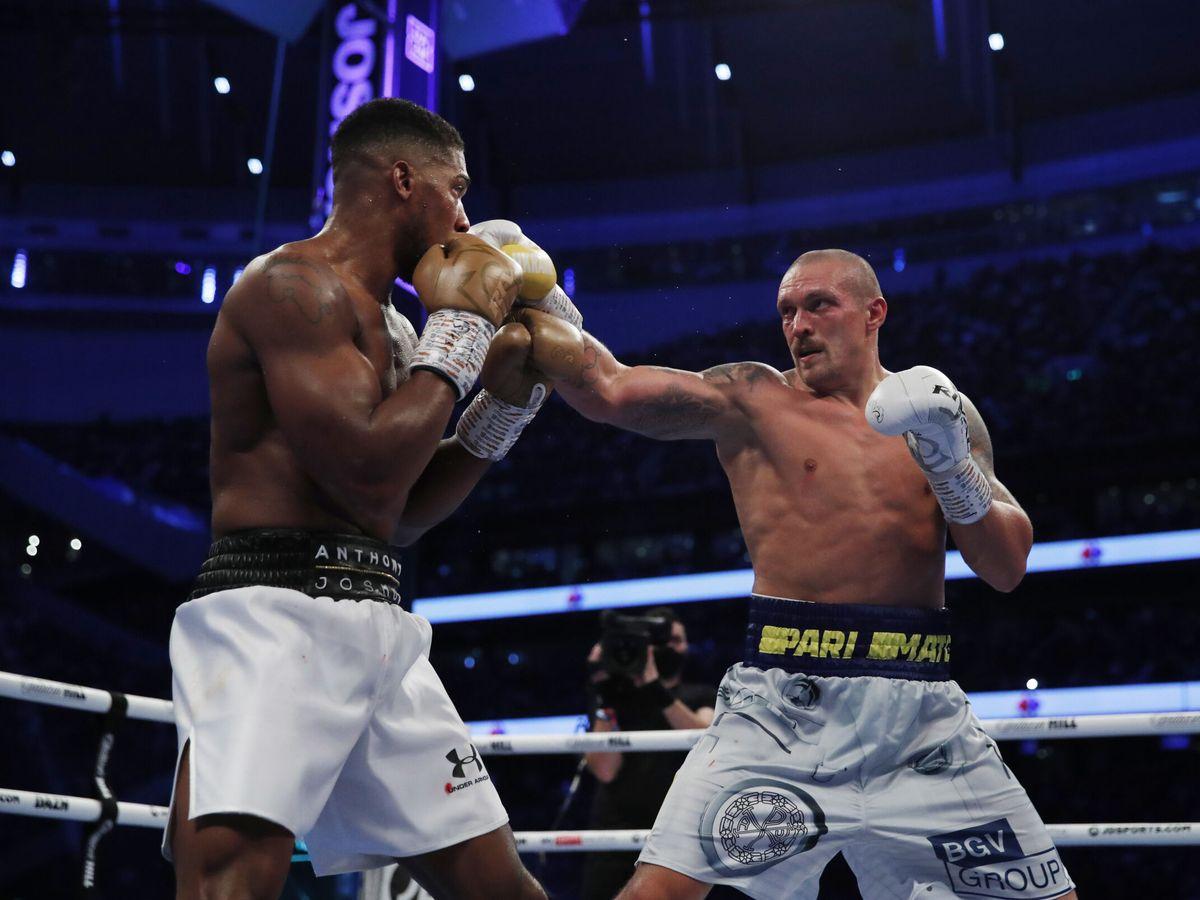 Foto: Usyk y Joshua, durante el combate. (Reuters)
