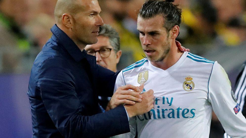 Foto: Zidane saluda a Bale tras sustituirle en el partido de Champions contra el Dortmund. (Reuters)
