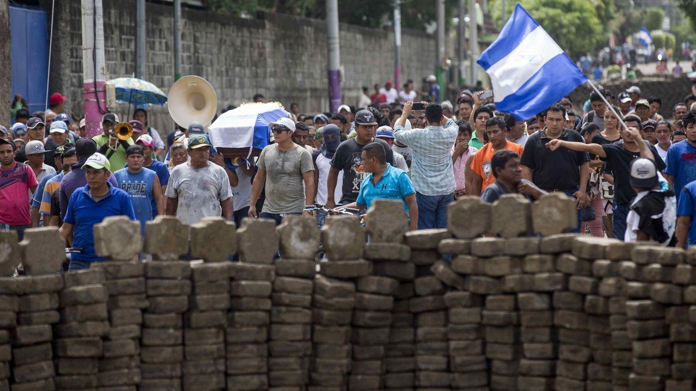 Funeral del joven José Medina, muerto en un enfrentamiento con las fuerzas de seguridad en las barricadas de Masaya. (EFE)