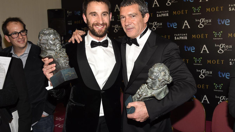 Dani Rovira y Antonio Banderas juegan a las adivinanzas en Twitter desde Hollywood