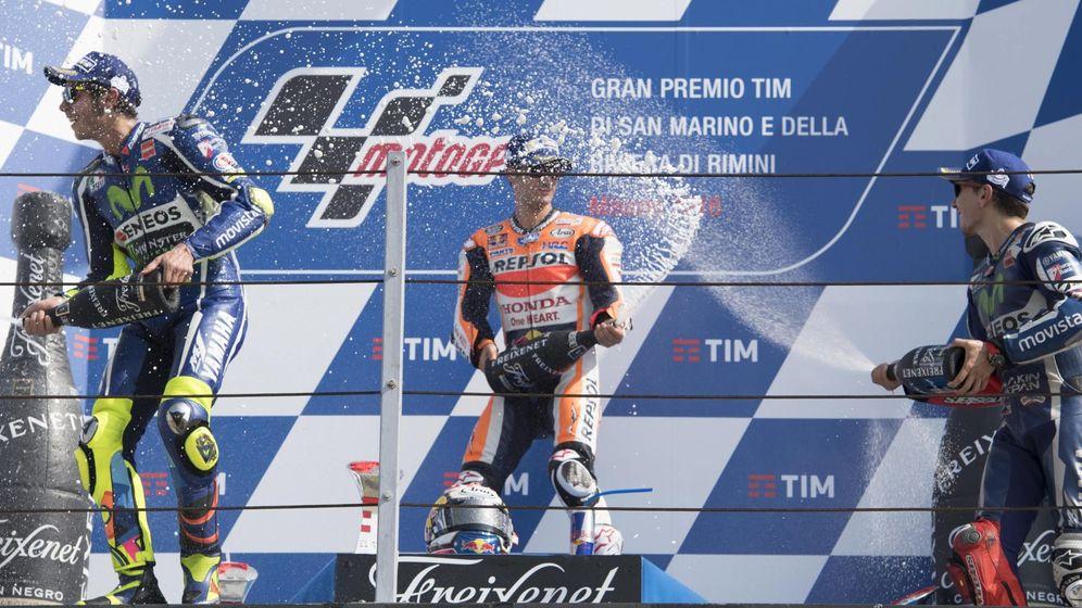 Foto: Rossi, Lorenzo y Pedrosa, en el podio en el Gran Premio de San Marino. (EFE)