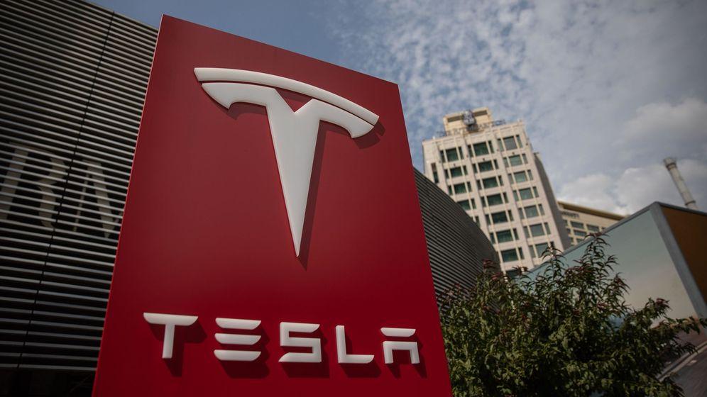 Foto:  Vista del logotipo de la compañía estadounidense Tesla en su sede de Pekín. (EFE)