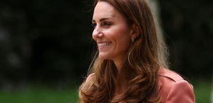 Post de Vaqueros y zapatillas: así reinventa Kate Middleton su outfit para citas oficiales
