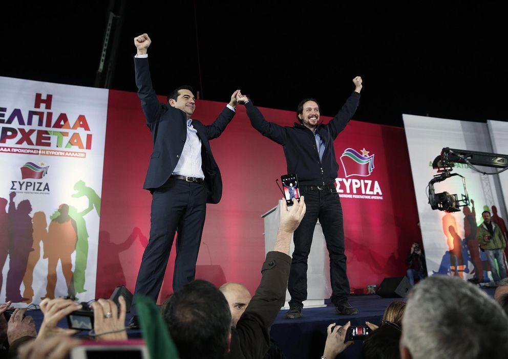 Foto: Alexis Tsipras, primer ministro de Grecia, junto a Pablo Iglesias, secretario general de Podemos, en el mitin de cierre de campaña de Syriza. (Reuters)