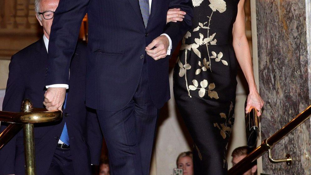 Letizia, inspiración para la Casa Blanca: Melania le roba su vestido negro y dorado