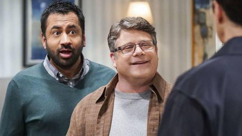 Kal Penn y Sean Astin en 'The Big Bang Theory'. (CBS)
