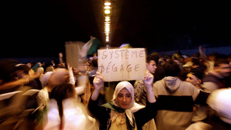 La calle exige democracia en Argelia y no un mero cambio de fachada del régimen