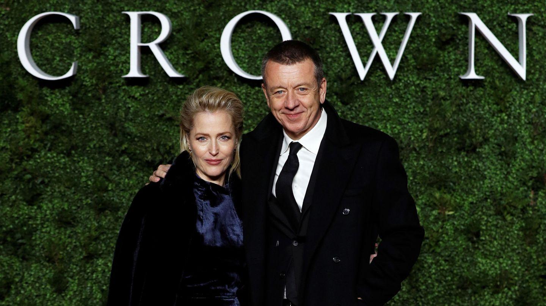 Gillian Anderson y Peter Morgan, en una imagen de archivo. (Reuters)