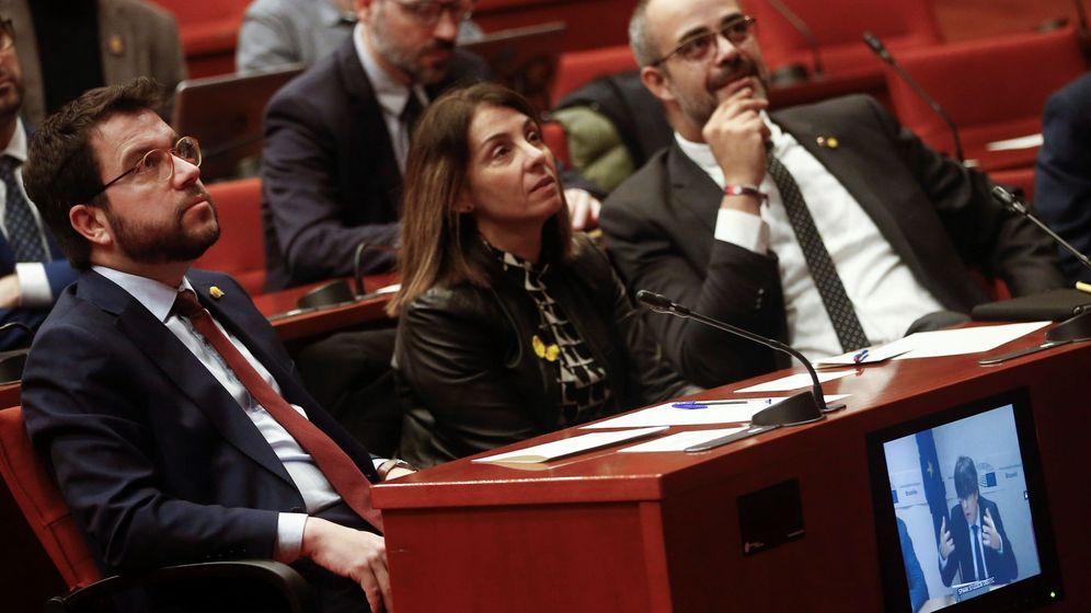 Foto: El vicepresidente de la Generalitat, Pere Aragonès (i), la 'consellera' de Presidencia, Meritxell Budó (c), y el 'conseller' de Interior, Miquel Buch (d). (EFE)