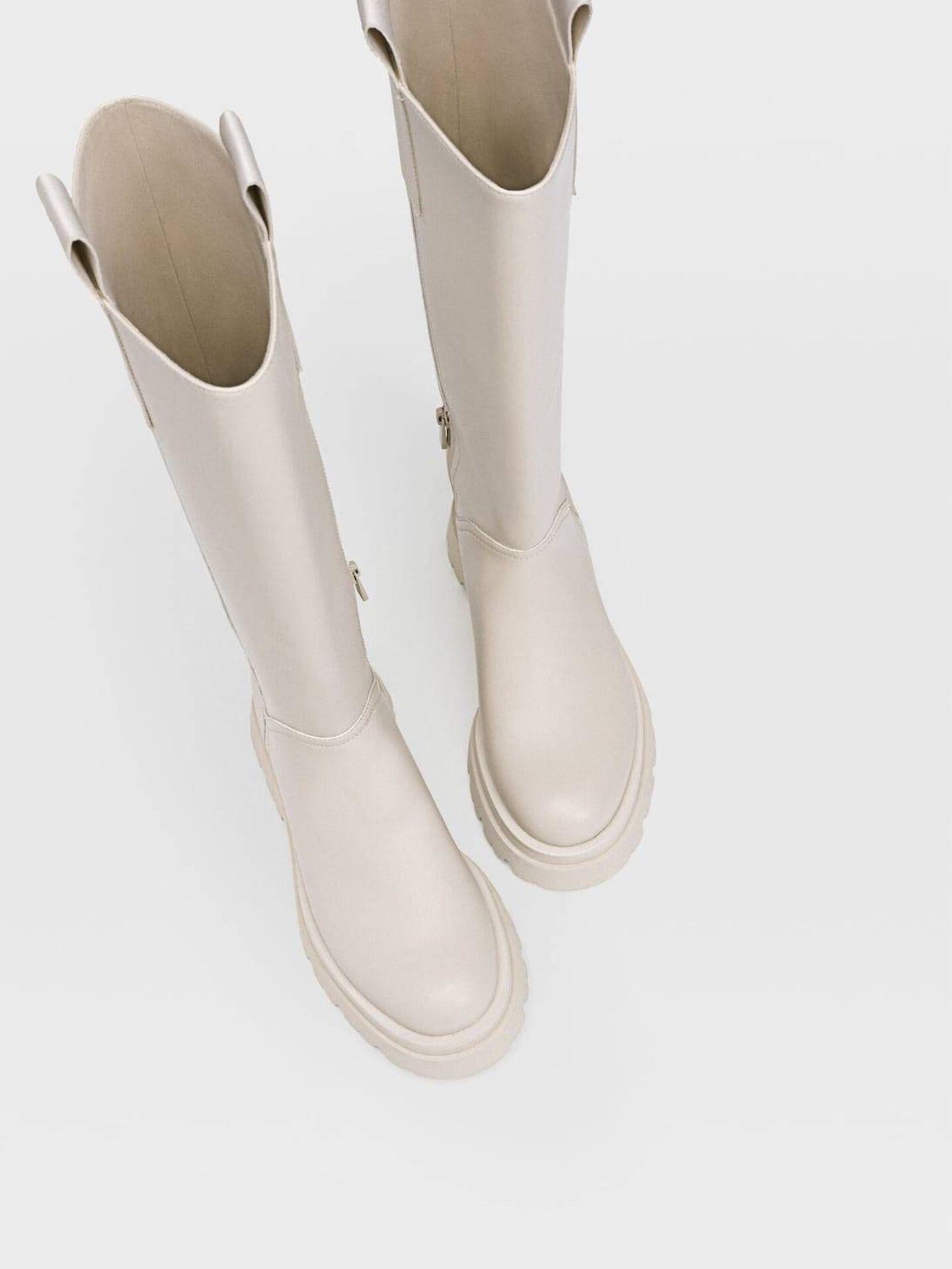 Las botas de agua de Stradivarius. (Cortesía)