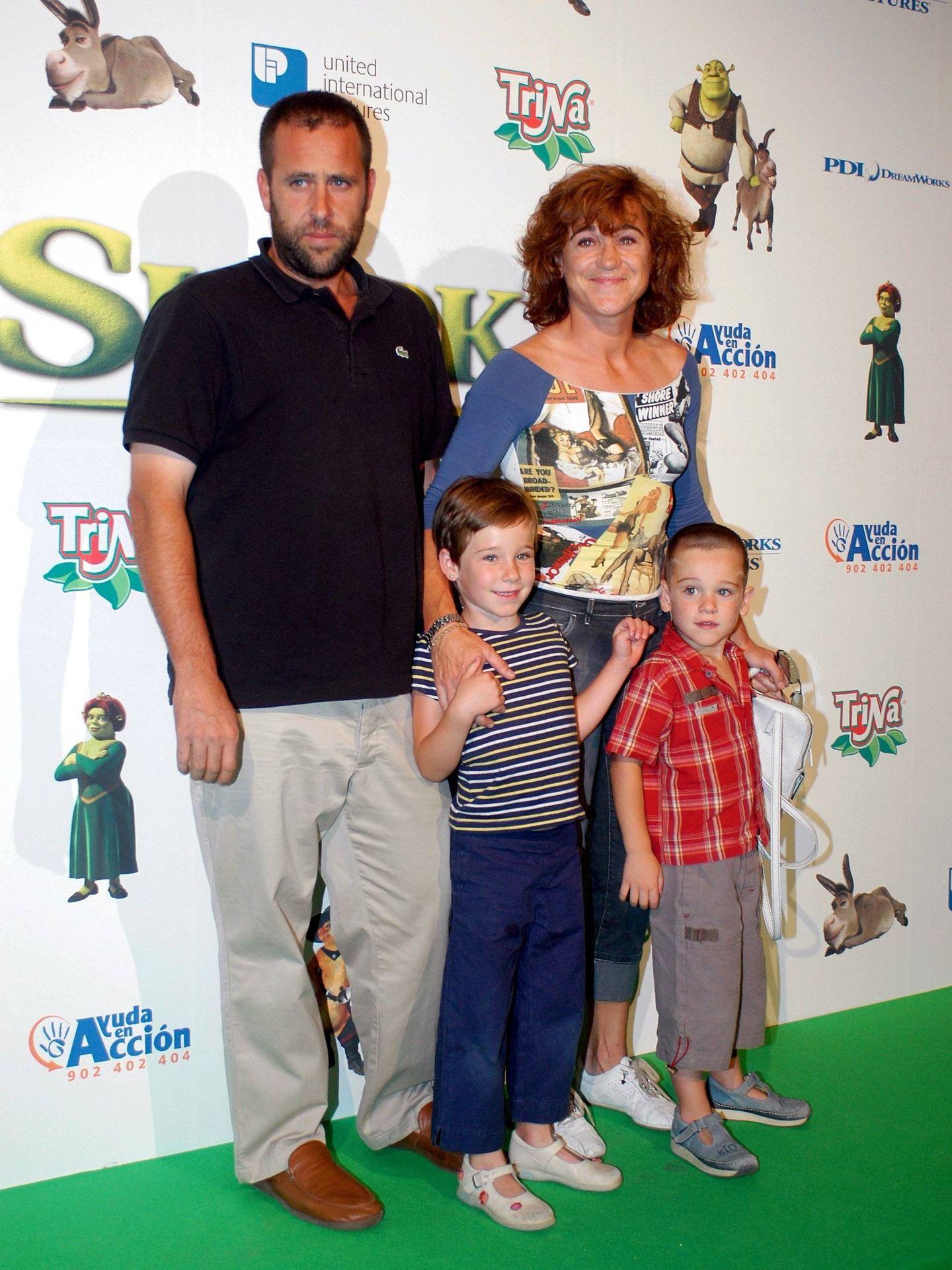Blanca y su segundo marido, David Fresneda, con sus hijos cuando eran pequeños. (Cordon Press)