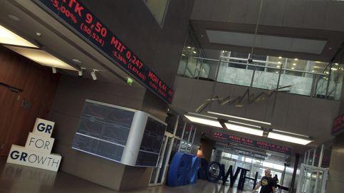 La Bolsa de Atenas se desploma un 22,87% tras permanecer cinco semanas cerrada