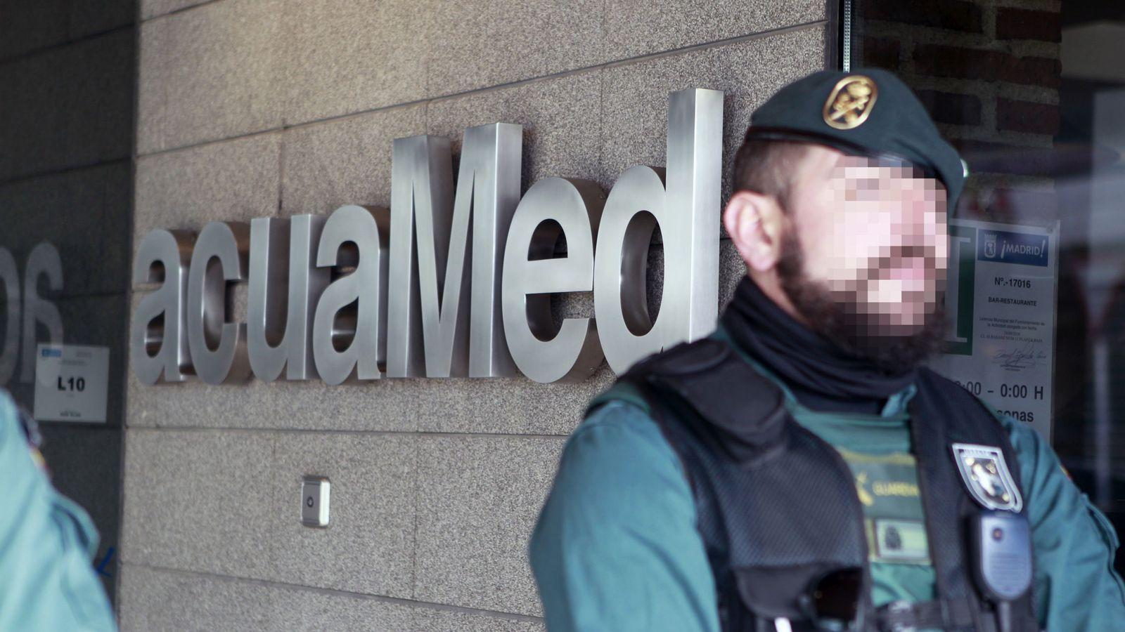 Foto: Registro en la sede de empresa pública Acuamed por posible fraude en contratos. EFE