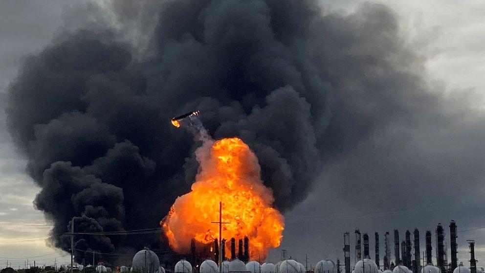 Fuerte explosión en una planta petroquímica en Texas