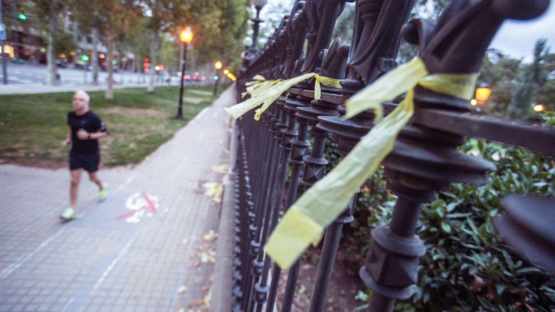 Paseo Pujades de Barcelona, donde una mujer ha sido agredida cuando retiraba lazos amarillos. (EFE)