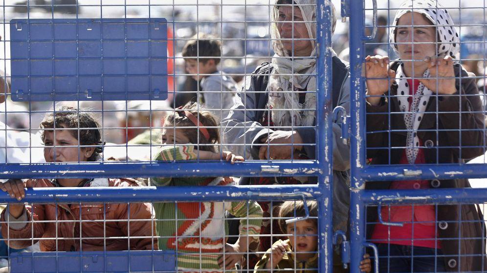 Foto: Mujeres y niños de Siria en un campo de refugiados. (Efe)