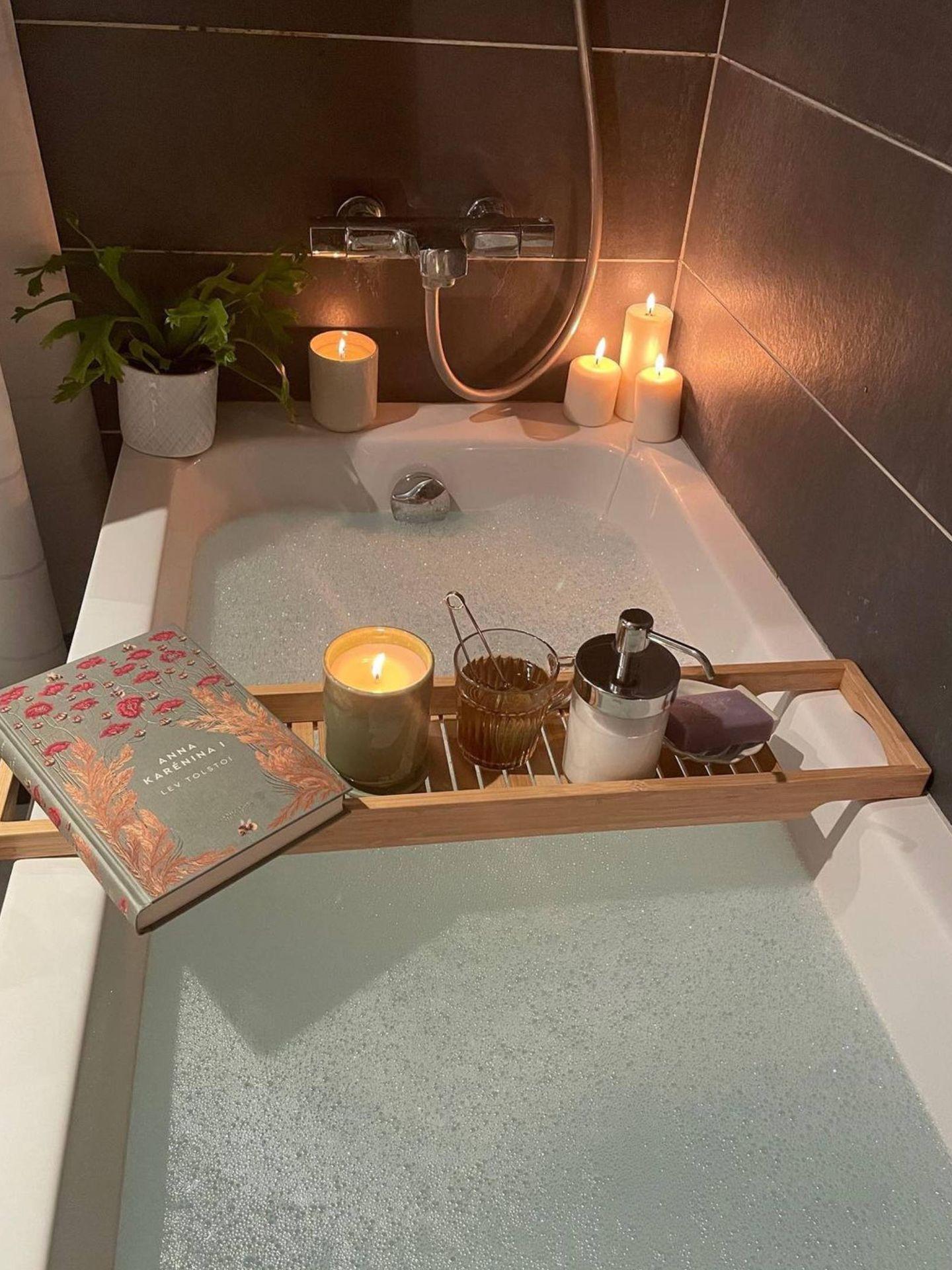 El spa en el dormitorio que nos proponen Ikea y Ana Noguera. (Instagram @vanillaandco_)