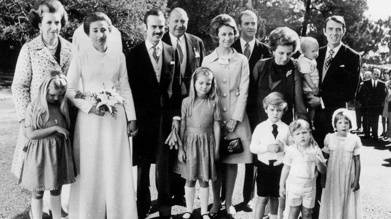 La infanta Pilar, en la boda de su hermana, la infanta Margarita. (Cordon Press)