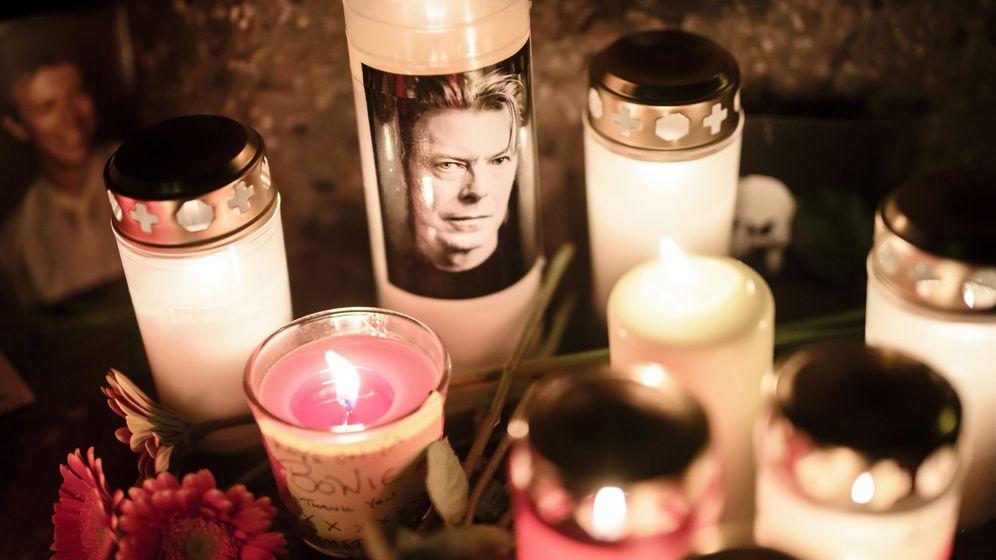 Foto: Músicos, fans e Iman recuerdan a Bowie en el primer aniversario de su muerte