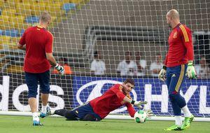 Víctor Valdés pasa de ser  'problemático' a aliado de Del Bosque con Casillas