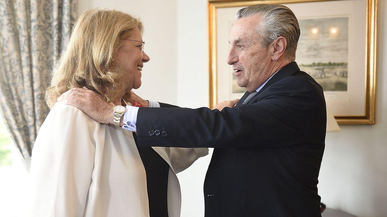 Foto: El presidente de la Comisión Nacional de Mercados y de la Competencia (CNMC), José María Marín Quemada, saluda a la presidenta de la Comisión Nacional del Mercado de Valores (CNMV), Elvira Rodríguez. (EFE)