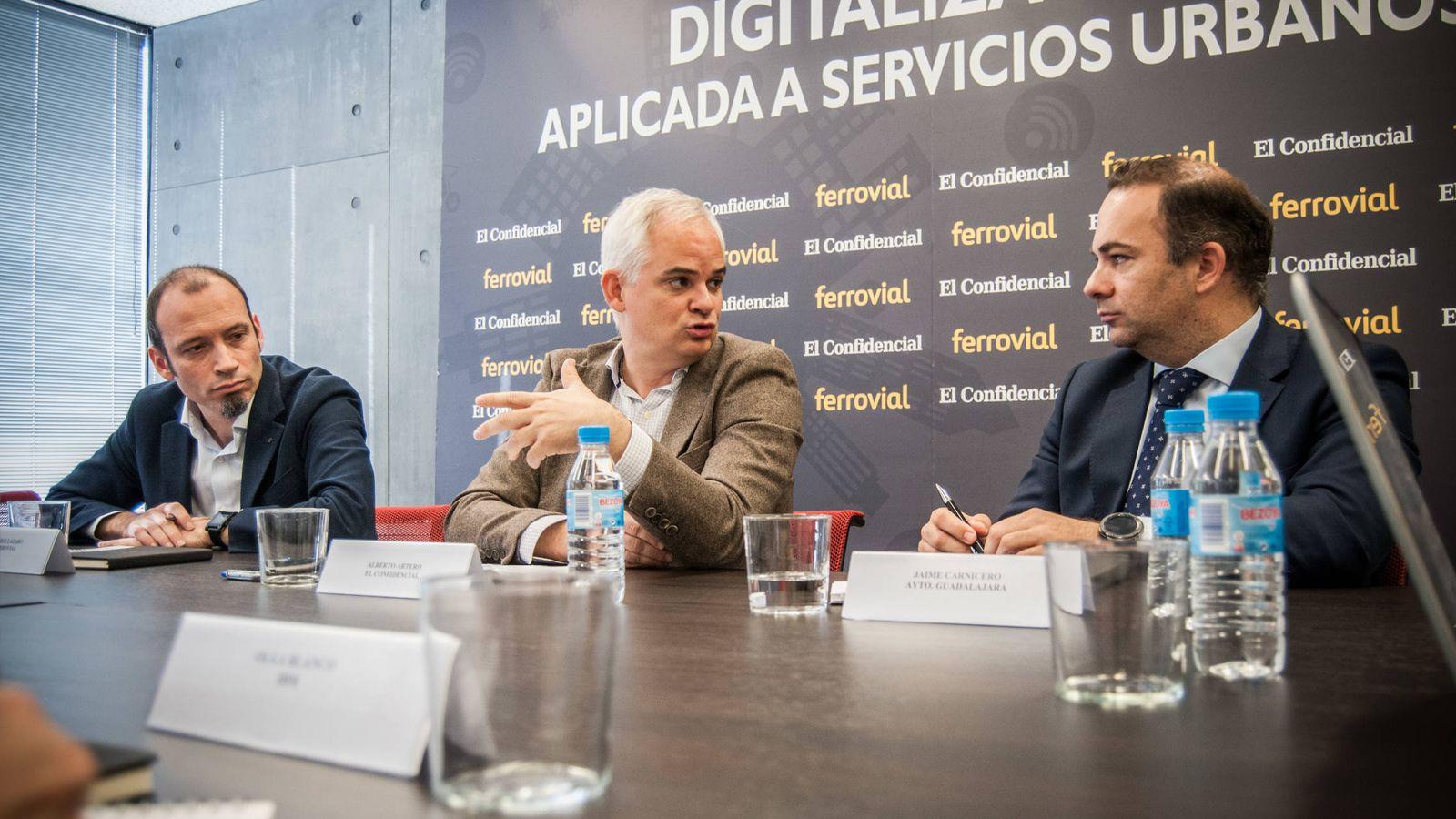Foto:  Mesa redonda 'Digitalización de los servicios urbanos y las infraestructuras'. (Carmen Castellón)
