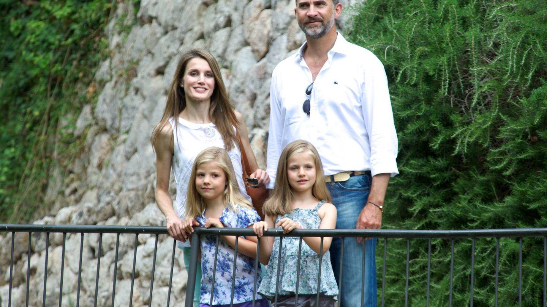 La actual familia real, durante un posado de aquel verano de 2013. (Getty)