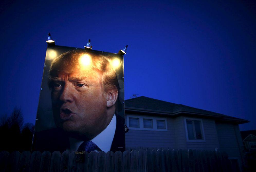Foto: Un retrato de Donald Trump en el exterior de una casa en West Des Moines, Iowa, el 15 de enero de 2016. (Reuters)