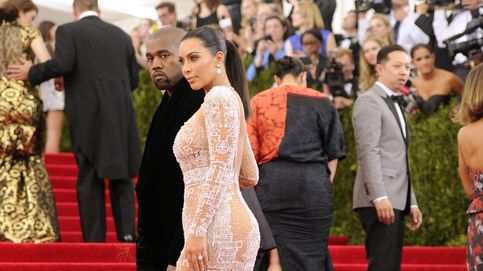Kim Kardashian protagoniza su desnudo más pornográfico bañada en plata
