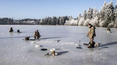 Pesca en un lago helado