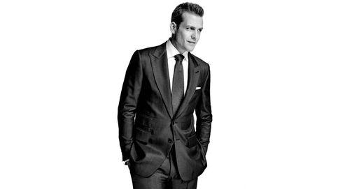 Gabriel Macht, portada de Gentleman, enseña las maneras de llevar un traje