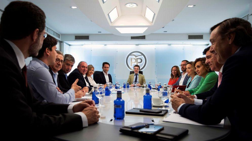 Foto: El presidente del PP, Pablo Casado (fondo), preside la reunión del comité de dirección del partido. (EFE)