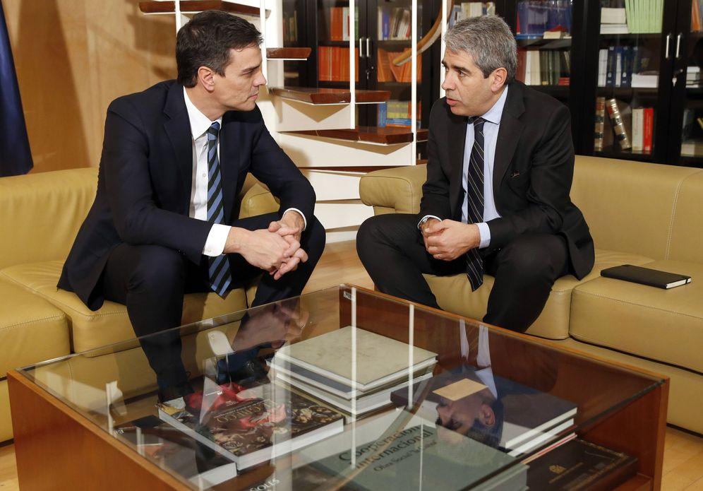 Foto: Pedro Sánchez se reúne con Francesc Homs en el Congreso, el pasado 16 de febrero. (EFE)