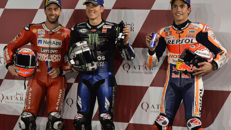 Andrea Dovizioso (i), Maverick Viñales (c) y Marc Márquez saldrán este domingo desde la primera línea. (EFE)