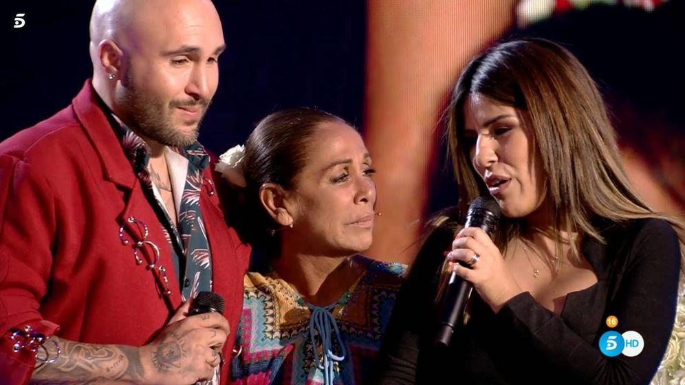 Foto: Kiko Rivera, Isabel Pantoja y Chabelita actuando en 'Supervivientes 2019'. (Telecinco)