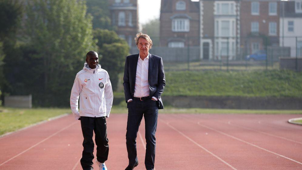 Foto: Eliud Kipchoge junto a Sir Jim Ratcliffe. (Reuters)
