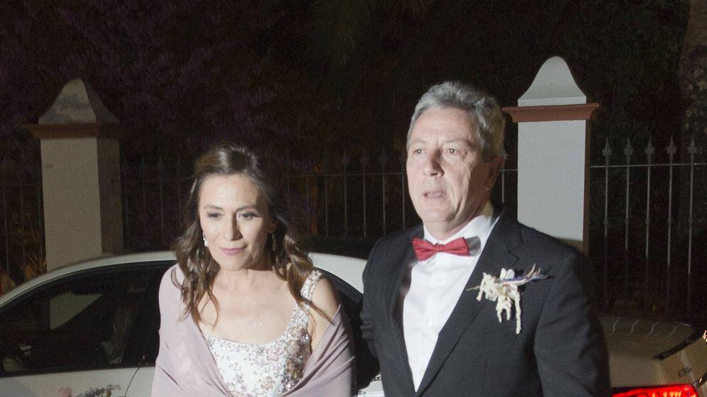 Foto: Alonso Guerrero y su pareja a su llegada al ayuntamiento. (Vanitatis)