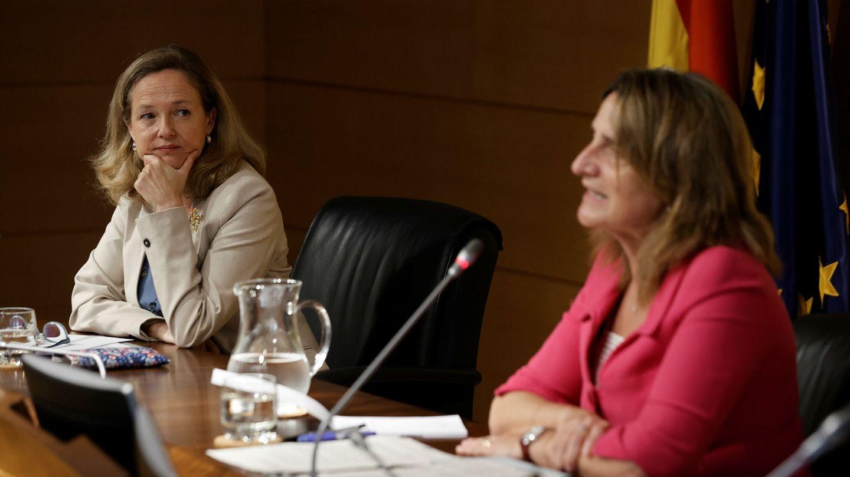 Las vicepresidentas Calviño y Ribera. (EFE)